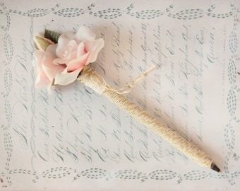 Wedding guestbook pen, Pink flower pen, Romantic decor, Whimsical guestbook pen, Guest book pen, Pink rose, Gold & pink, Unique gift for her
