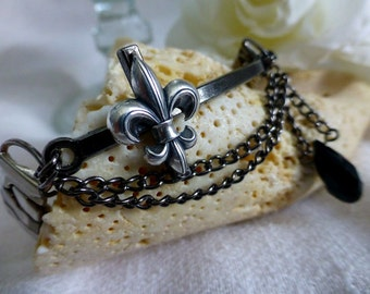 Steampunk Fleur-de-lis  Bracelet - Reclaimed Vintage Watchband Bracelet - Silver Cross Stretchable Bracelet Jewelry
