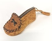 Vintage c. 1960s Moccasin Change Purse | Carmel Mexican Tooled Leather Souvenir Travel Novelty Retro Coin Pouch | ACCESSORIES | FOUND by LB
