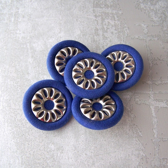 Mod Silver Flower Buttons 28mm - 1 1/8 inch Silver Metal Flower on Blue Fabric Shanks - 5 Vintage NOS Modern Silver Tone Floral Buttons MT36