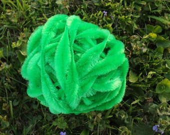 Vintage GRASS GREEN Bump Chenille Fuzzy Wire Stems - By The Yard - Pipe Cleaner - Hard to Find - Excellent Condition