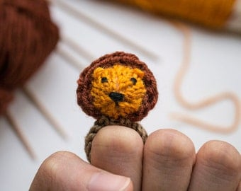 Lion knitted ring - miniature amigurumi