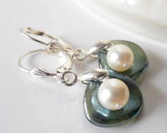 Seafoam Green Bridesmaid Earrings, Pearl and Flower Petal Dangles, Beaded Earrings, Swarovski Pearls, Simple Jewelry, Bridesmaid Jewelry