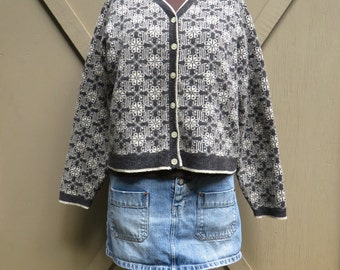 90s vintage Gap Ivory and Grey Nordic Patterned Woolen Cardigan Sweater