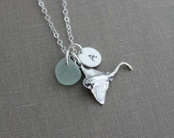 Sterling silver manta ray necklace, Genuine sea glass in choice of color, and personalized initial charm, stingray necklace, beach jewelry