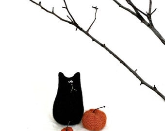 Felted Wool Black Cat Doll - Felted Wool Pumpkins - Halloween Decor - Tiny Pumpkin - Autumn Pumpkin Decor - Felted Cat - Primitive Halloween