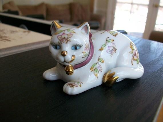 the franklin mint 1986 porcelain curio cat. Black Bedroom Furniture Sets. Home Design Ideas
