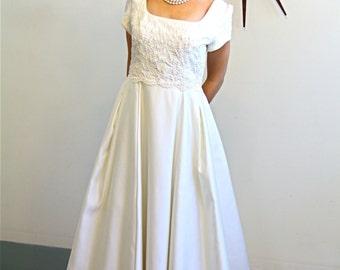 Vintage Beaded Ivory Satin Wedding Dress Full Skirt Long Train Cream Pearl Beading Romantic Elegant Modest Bridal Gown Plus Size XL 10 12