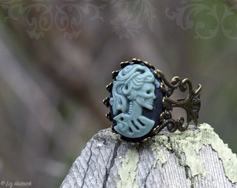Lolita Skull Cameo Ring. Adjustable Filigree Ring. Gothic. Novelty Ring