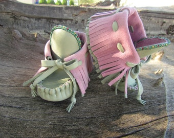Baby Moccasins By Desi, 6-9 months, 3.5 US size, Beaded, Green, Pink Leather, Fringe, High top, Girl, Boho, Hippie, soft soled, Shoes, Chic