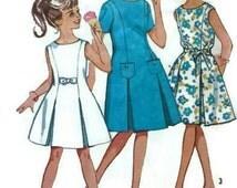 Vintage 1963 Girls Scoop Neck Dress Inverted Front Pleats Simplicity 4922 Bust 30