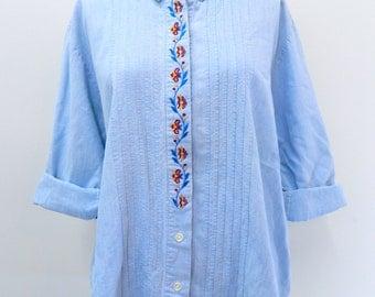 Vintage 1970s  - 1980s Floral Embroidered Denim Blouse ... Jean Blouse ... Light wash denim top - Size Large to Extra Large
