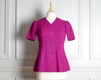 SALE // Top Blouse Peplum Shell / Magenta / Patterned Short Sleeve / Fall Mod / 60s Vintage / Medium M