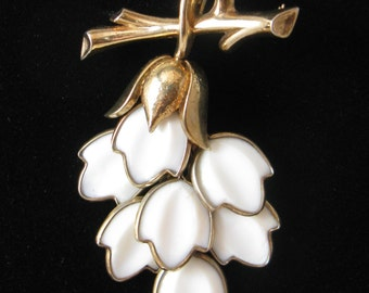 Vintage Crown Trifari 1940s Poured Milk Glass 5-Layer Floral Dangle Brooch