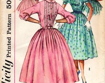 1950s Shirtwaist Shirtdress with Pleats - Vintage Simplicity 2126 - B34