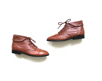 Vintage Ankle Boots 9 / Whiskey Leather Boots / Lace Up Booties / Cuffed Ankle Boots