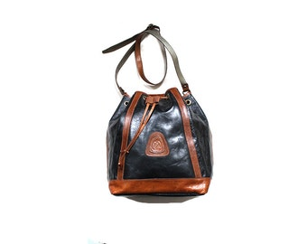 Vintage Leather Bucket Bag / Drawstring Purse / Black and Brown Leather Bag