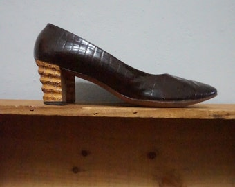8.5 mid century wooden heels DELMAN 1960s 60s vintage formal professional patent leather unique classy 8 shoes pumps heels women nice kitsch