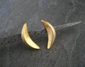 Crescent studs, 3 dimensional studs, gold studs, textured studs, half moon earrigs, crescent earrings, golden moon, long studs, bar studs