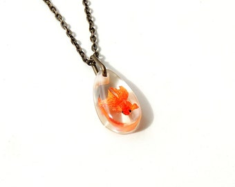 Small Goldfish Necklace, Whimsical Diorama Fish Swimming in Resin Pendant, Resin Jewelry, Fish Jewelry, Whimsical Jewelry, UK, 201