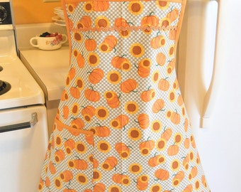Old Fashioned 1940s Style Fall or Thanksgiving Apron in Green Gingham