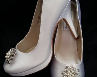 Wedding Shoes Closed Toe Bridal Shoes with Vintage Inspired Pearl and Crystal Flower Brooch - Dyeable Bridal Shoes - Pick your Color