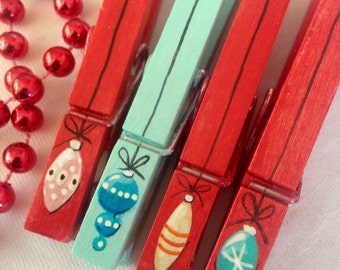 PAINTED CHRISTMAS CLOTHESPINS  red turquoise wooden vintage ornament magnets