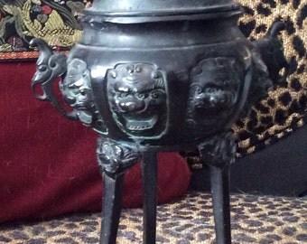 Black Iron INCENSE BURNER Artifact, Censer, Chinese, Cultural Ethnicity / Iron Foo Dog Lid  /  et30