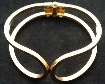 Vintage gold tone hinged bracelet, 60's