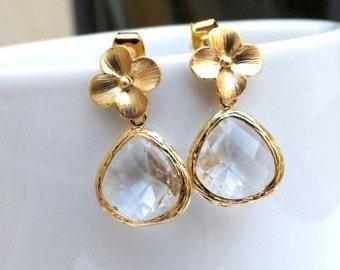 Flower Crystal Clear Earrings in Gold. Crystal Earrings. Gold Flower Earrings.Bridesmaid Earrings. Bridal. Wedding Earrings.Christmas Gift.