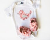 Bird Organic Bodysuit Short or Long Sleeve & Handmade Organic Baby Shoes- Gift for  0 3  6 12 18 months- Baby Clothes Pink and Coral Chevron