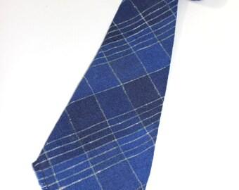 vintage 30's - 40's Men's necktie. Coarse woven woolen -Two-tone Blue with color fleck stripes. Fringe ends