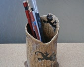 Brown ceramic pen pot with gecko - small vase with lizards - Stoneware