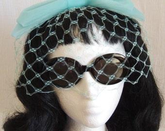 ADORABLE  Vintage 50s - 60s Baby Blue Fascinator Hat