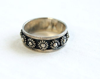 Vintage Mexican Ring Sterling Silver Sea Urchin Band Size 5 .5 Band from Mexico Etruscan Flower Ring