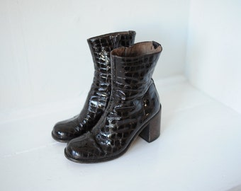 Vintage Guess Brown Patent Leather with Heels, Womens 7 / ITEM105