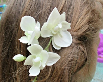 Small white orchid hair clip on a comb, realistic, miniature, orchid hair flower