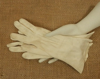 Vintage Soft Leather Gloves Creamy White Mid Century Leather Medium Length Gloves Made in England Size 6 1/4 Costume Gloves