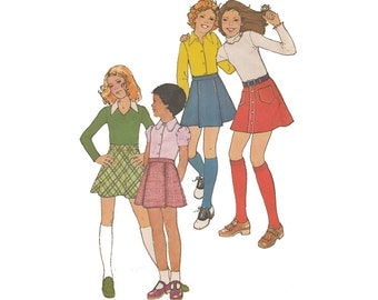 Sale 1970s Girls Skirt Sewing Pattern Waist 23 Simplicity 7022 Top Stitched Mini Skirts Selection A Line Bias Cut or Snap Front Closure