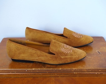 1990s Vintage Light Brown Camel Caramel Beige Tan Rusty Orange Slip On Ons Loafers Shoes with Embroidery Crest at Toe / Size 8.5 Women's US