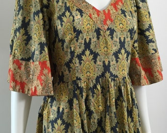 Wonderful 1970's Dress with fluted sleeves