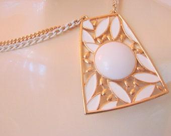 80s Modernist White Enamel Goldtone Lucite Pendant Necklace / Statement / Vintage Jewelry / Jewellery