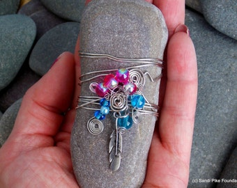 feather light / wire wrapped stone / wire wrapped rock / boho art / beach decor / rocks / stones / paperweights / wire and beads / rock art
