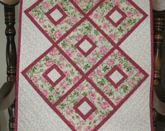 Quilted Table Runner, Pink Roses with Deep Pink Prairie Points
