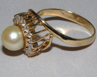 14Kt Cultured Pearl Ring with 17 Diamonds size 7