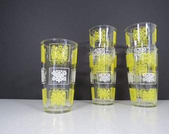 Hazel Atlas Glasses Set // Vintage Retro Set of Five (5) Yellow and White Floral Pattern Tumblers Water Glasses Mid Century Mod Serving