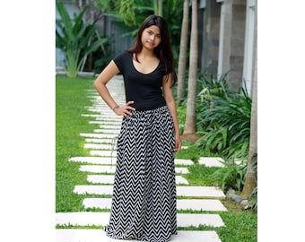 Chevron Maxi Skirt/ Black Chevron Skirt / Long Skirt in Black and White / Chevron Skirt with Pockets