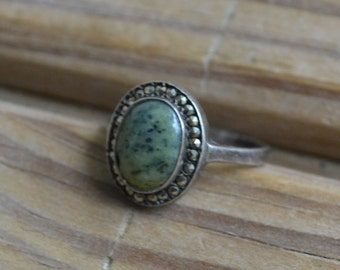 Gorgeous antique Irish sterling silver art deco cocktail ring with marcasites and unusual green granite cabochon / IUTTFJ