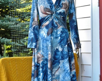 Gorgeous Vintage Blue & Brown Feather Print Dress~ Mary Martin 1960s~ Flattering! Size 12