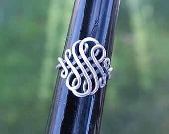 Vintage 924 Sterling Silver Celtic Endless Wave Ring